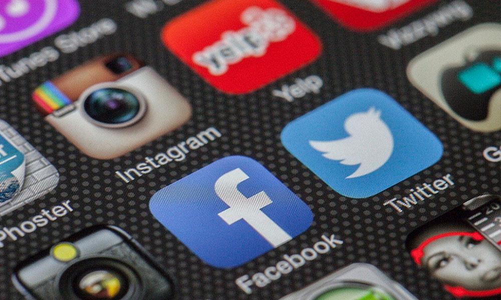 actualitza el teu perfil de facebook